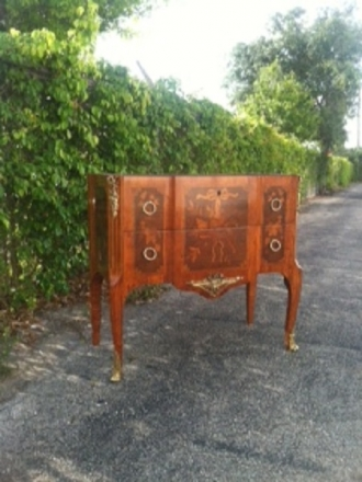 Commode by Paul Sarmoni